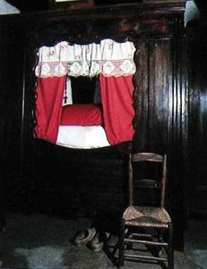 15TH CENTURY BED