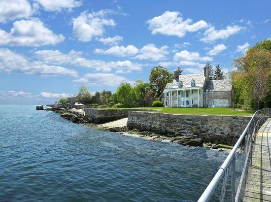 grande maison au bord de l 39 eau greenwich ct. Black Bedroom Furniture Sets. Home Design Ideas