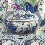 A CHINESE EXPORT 'TOBACCO LEAF' PATTERN CIRCULAR SOUP TUREEN, COVER AND