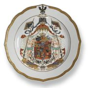 A CHINESE EXPORT ARMORIAL PLATE