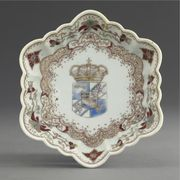 A CHINESE EXPORT ARMORIAL FLUTED HEXAGONAL TEAPOT STAND