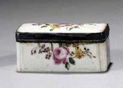 AN 18TH CENTURY MENNECY SOFT-PASTE PORCELAIN SILVER-MOUNTED SNUFF BOX AND COVER