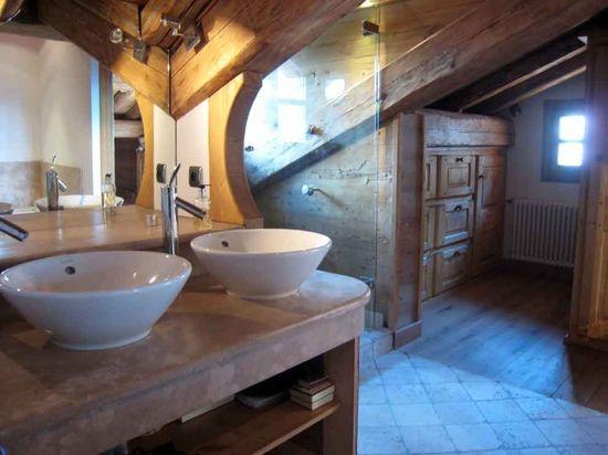 salle de bain sous le toit