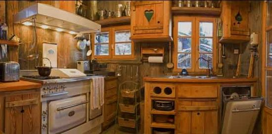 une cuisine de chalet. Black Bedroom Furniture Sets. Home Design Ideas